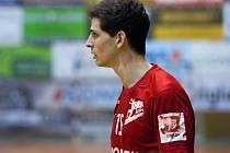 DOMINIK ČURDA je dalším členem  juniorské reprezentace. Zabydluje se už i v extraligovém týmu mužů.