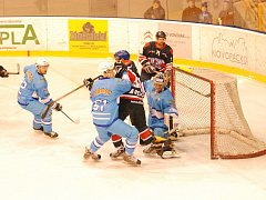 První vzájemný duel v baráži ovládli Novopačtí, kteří Jičín na domácím ledě porazili 5:4.