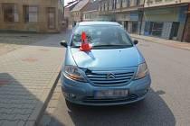 Policisté stále vyšetřují dopravní nehodu, která se stala na  konci srpna v ulici Husova v Hořicích, a hledají další svědky.