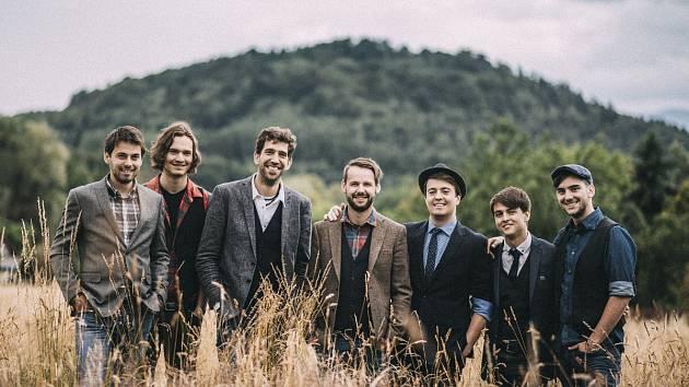 Kapela Jelen koncertuje dnes v Lázních Bělohradu.