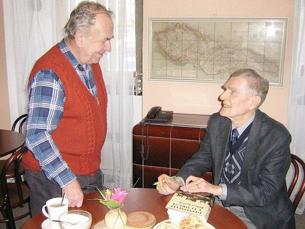 Historik profesor Robert Kvaček (vpravo)