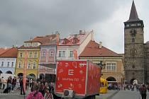 Do Jičína přijelo charitativní Oranžové kolo.