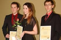 Poslední vítězové soutěže Nejlepší student, zleva Jakub Moravec z Prahy, Karolína Rezková z Tišnova, Aleš Stejskal z Letohradu.
