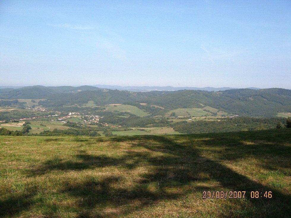 Výhled z kopce Kaňúr, vesnička Nedašov a Nedaš. Lhota.