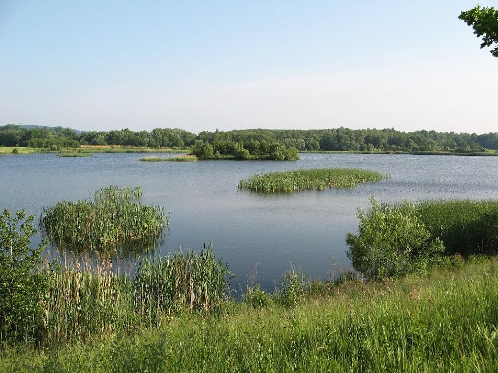 Zlaté jezero nedaleko hraničního přechodu Zlaté Hory.