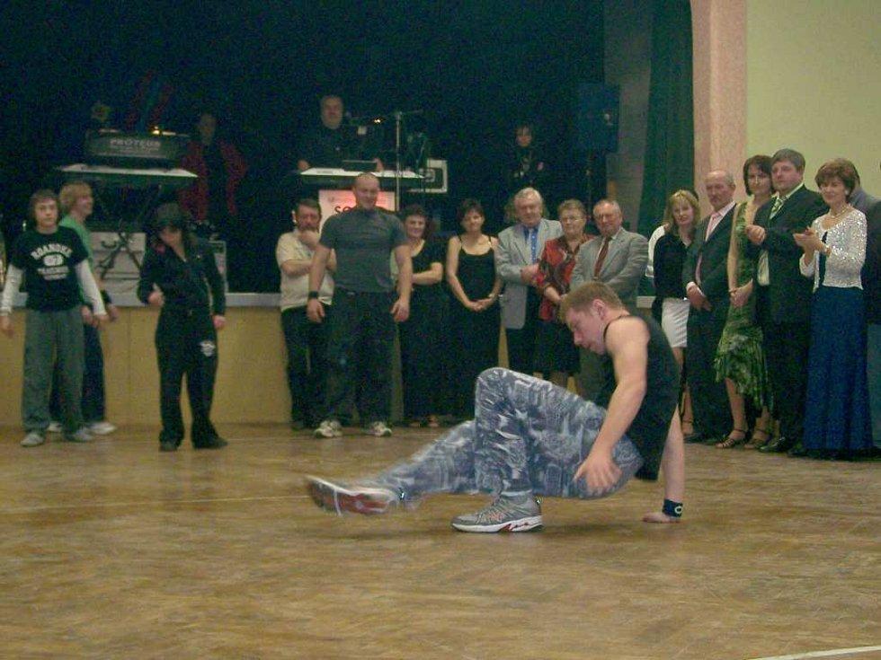 Z plesu v Čisté u Horek.