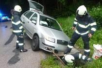 Ve Vidochově bouralo auto, skončilo v příkopě.