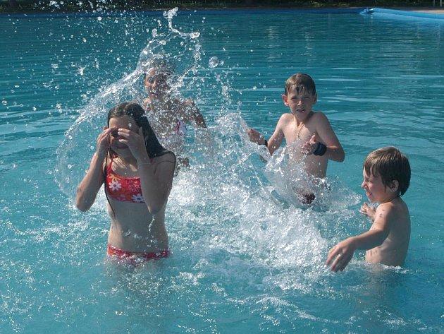 Milovické koupaliště již zahájilo letní sezonu.