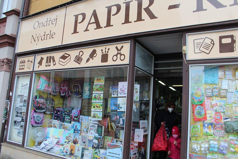 V Komenského ulici v Nové Pace dnes otevřela prodejna Papíru Ondry Nýdrleho.