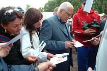 Prezident Václav Klaus návštěvou na Volejbalové Dřevěnici roku 2005.