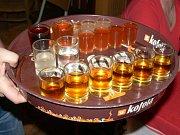Obchody ani restaurace nesmí prodávat tvrdý alkohol. Ilustrační foto
