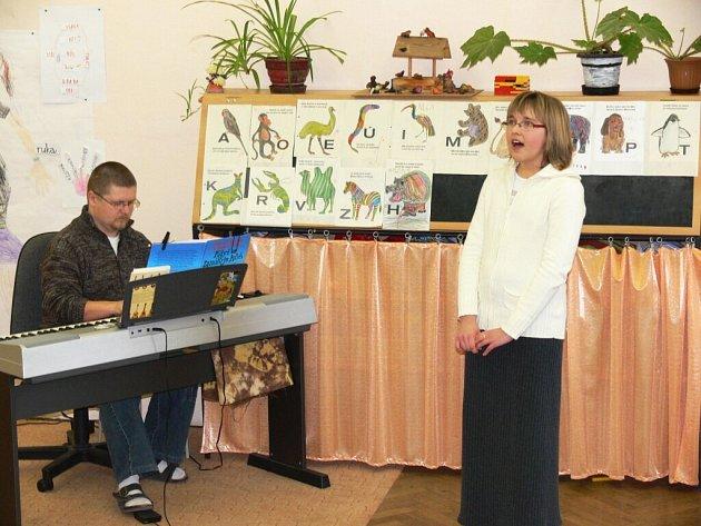 Z konkurzu do pěvecké soutěže Velišský slavíček.
