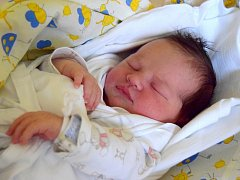 Marek Novotný se narodil šťastným rodičům Petře Mudrochové a Radoslavu Novotnému 5. prosince. Po porodu vážil 4,04 kg a měřil 51 cm. Doma v Lázních Bělohradu na Marečka čekali sourozenci - Kristýna, Veronika, Matyáš a Michaela Marie.