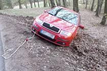 Havárie osobního automobilu u Bělé u Pecky.