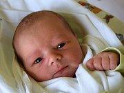 Hynek Matějka se narodil 2. dubna s mírou 52 cm a váhou 3,84 kg. Štěstím září rodiče Monika a Jiří Matějkovi z Dílců. Doma už čeká malý bráška Ondrášek.