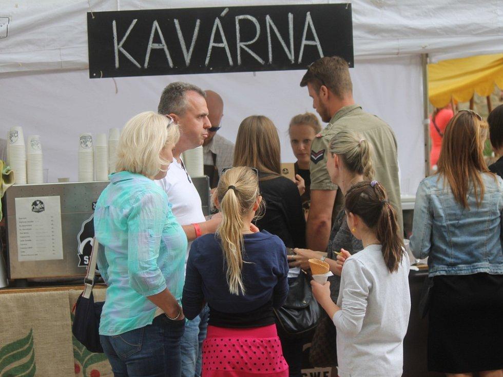 Jičínský Food festival v zámeckém parku.