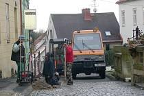 Práce v ulici Pod Koštofrankem.