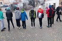 Těsně před startem mládežnické kategorie na devátém ročníku Silvestrovského běhu na Pecce.