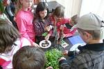 Žáci železnické školy při akci Netradiční výuka.