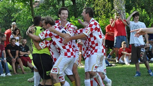 Radost z vítězství v Lukavci. Kdo letos uspěje?
