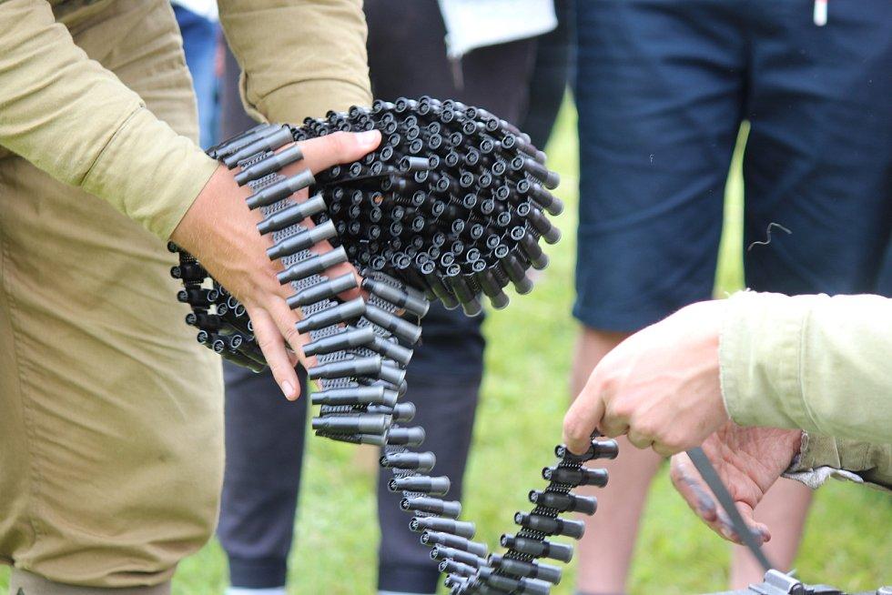 V sobotu přijeli také zástupci České obce legionářské. Přivezli s sebou prvoválečný Ford i zachovalý kulomet, ze kterého si mohli zájemci vystřelit.