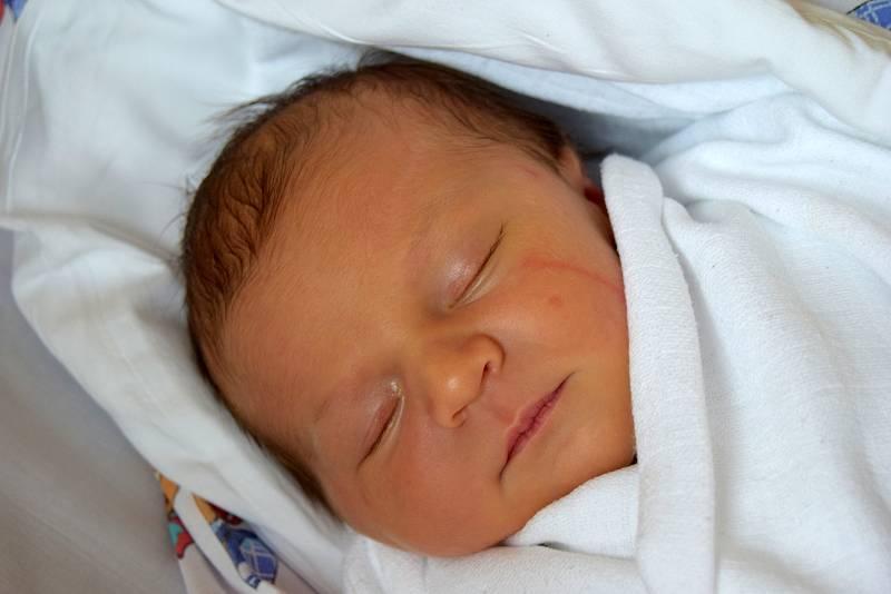 Nela Šimůnková se narodila 20. září 2021 s váhou 3200 gramů a délkou 48 centimetrů. Velikou radost z ní mají maminka Tereza a tatínek Libor Šimůnkovi. Rodina má domov ve Vesci u Sobotky.