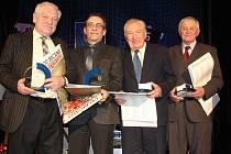 Cenu Jana Modřického převzali (zleva): Milan Groh (Trutnov), Jan Zemen (Rychnov nad Kněžnou), Květoslav Berný (Milíčeves) a Jan Bubeníček (Červený Kostelec).