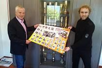 Heino Büse, jeden z nejlepších enduro závodníků sedmdesátých let,vítěz šestidenní 1966 a dvanáctinásobný mistr Německa v Enduru. Dodnes je v čele firmy, která má po Evropě více jak 3000 dealerství! Na snímku vedle něj Daniel Rais, zástupce importéra.
