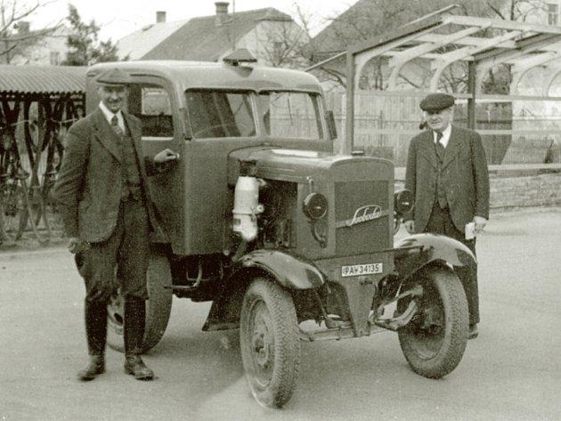 Historické traktory Svoboda.