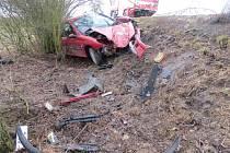 Nehoda automobilu mezi Bukvicí a Střevačí.