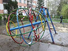 Dětská hřiště se často stávají terčem vandalů.