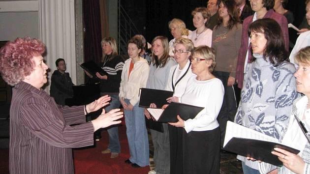 Ze zkoušky na koncert sboru Foerster.