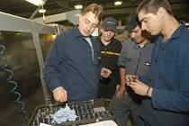 V bělohradské firmě DEPRAG CZ a.s. vykonávají studenti místního učiliště odbornou praxi.