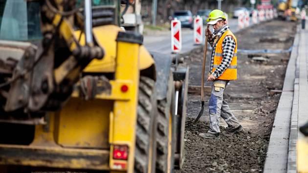 Oprava silnice z Jičína k Valdicím.