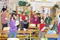 Recyklohraní v ostroměřské základní škole.