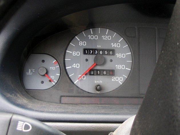 Údaje na tachometru rovněž vypovídají o stavu vozidla.