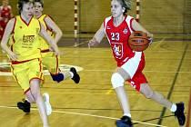 Basket v novopacké hale.