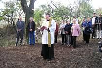 Ze slavnosti svěcení kříže mezi Běchary a Židovicemi.