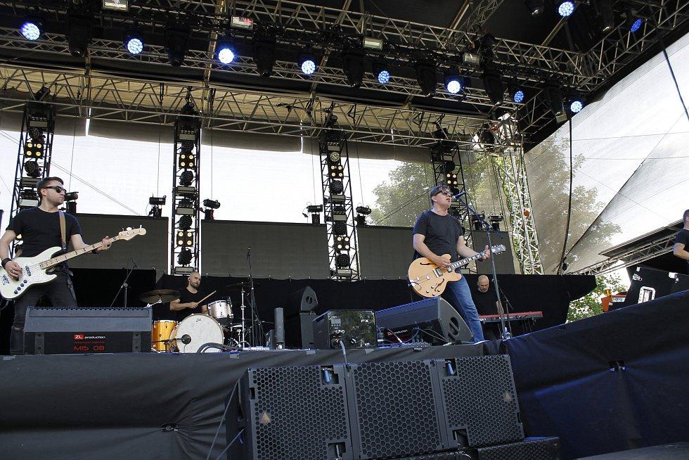 Na jičínský festival dorazily čtyři tisíce návštěvníků. Program zahájil Michal Hrůza.
