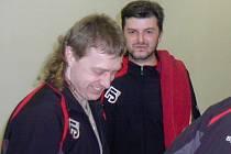 Kuželkář Roman Bureš (vpravo).