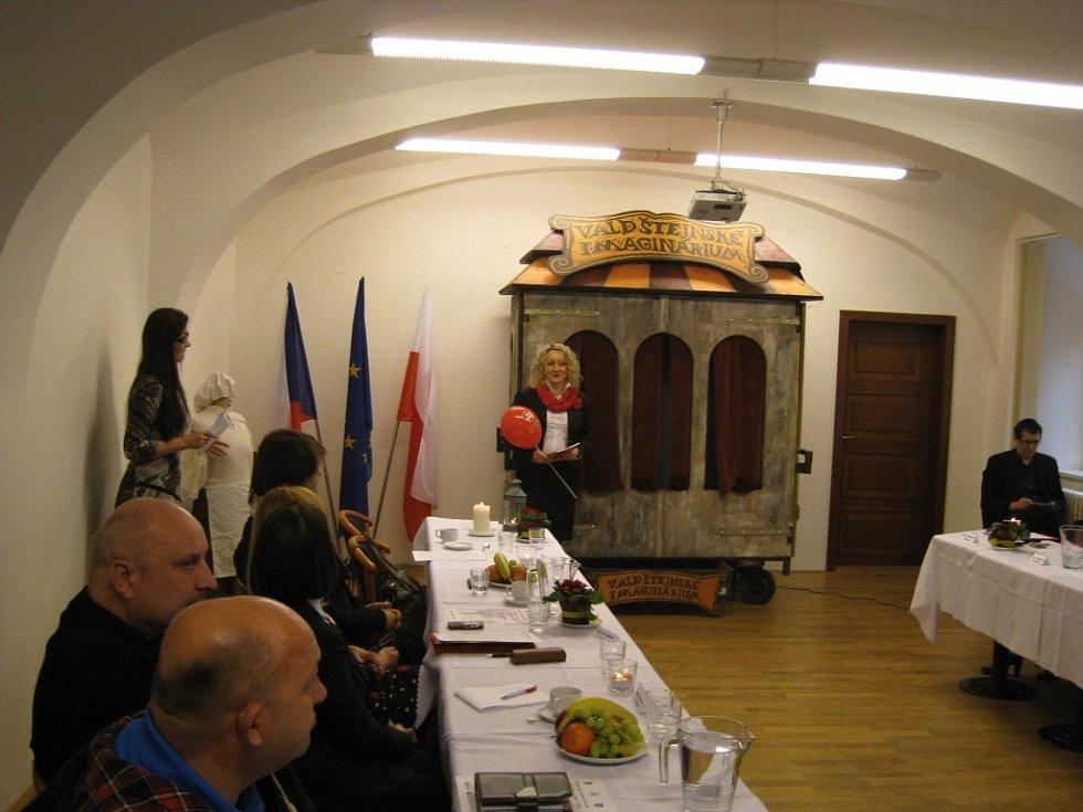 Konference o česko-polské kultuře za přítomnosti vévody Valdštejna.