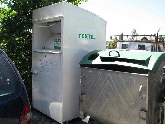Do Hořic také míří bílé kontejnery na textil - Jičínský deník 0a0b05ecbe