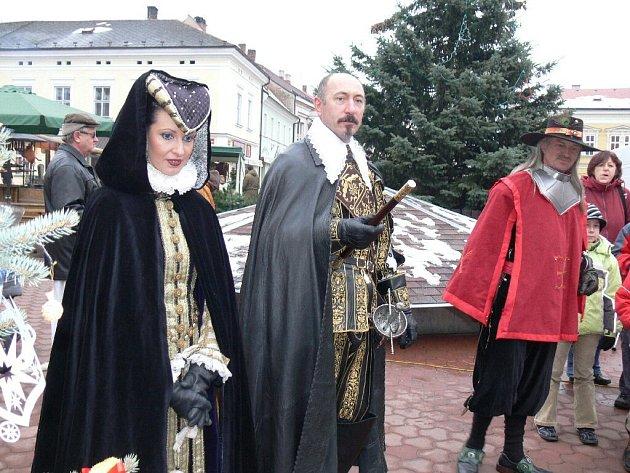 Hodnocení vánočních ozdob vévodou Valdštejnem.