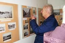 Z výstavy starých fotografií v jičínském muzeu.