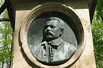 Z památníku Antonína Štraucha na úbočí jičínské Čeřovky.