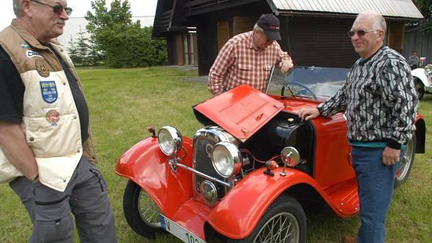 Do jičínského kempu Rumcajs se začnou sjíždět historická vozidla.