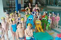 Z jičínského plaveckého bazénu.