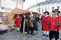 Vévoda Valdštejn s chotí a družinou.