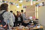 Hollywoodské Svačinárium žáků Lepařova gymnázia podpořilo nadaci Dobrý anděl.