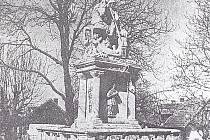 Socha sv. Jiří ve Slavhosticích, v provedení na koni, byla slavnostně odhalena již v roce 1863.